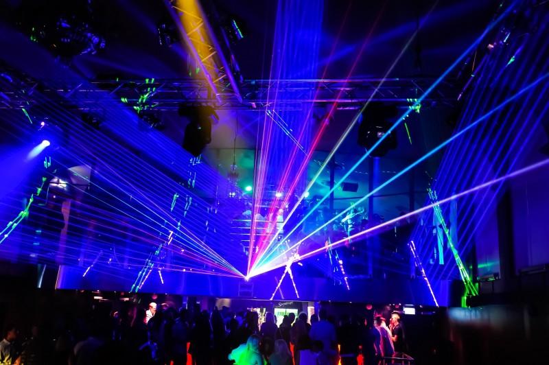 Juldagen-2016 på Palladium i Västervik boostades med laserteknik från TBSL